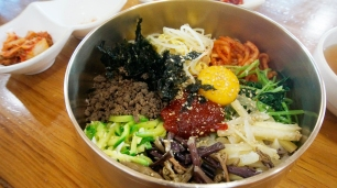 Try out the famous Jeonju Bibimbap!